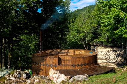 The Hot Tub & Sauna (Photo: ILeontie)