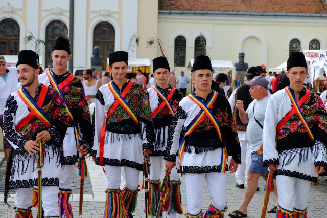 Traditional dancers, Alba Iulia